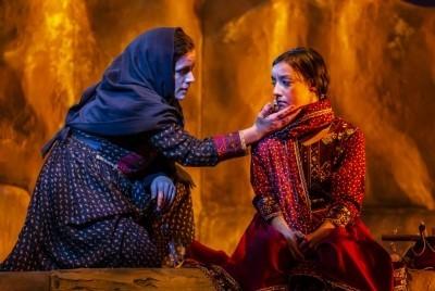 Lisa Zahra and Shala Nyx in A Thosand Splendid Suns