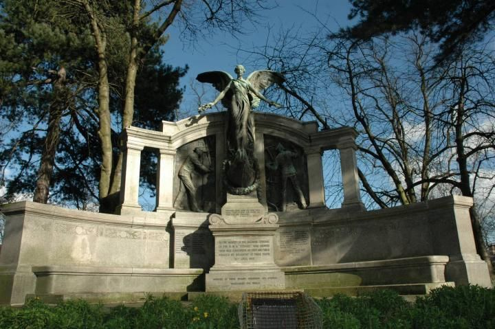 Titanic engineers memorial5