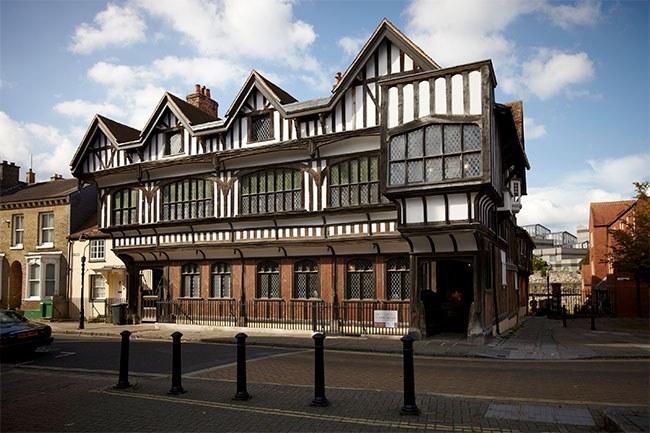 Tudor-house-hero